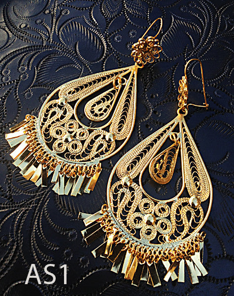 Handmade authentic filigree costume jewelry teardrop design detail