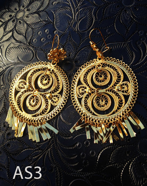 Handmade authentic filigree costume jewelry round design