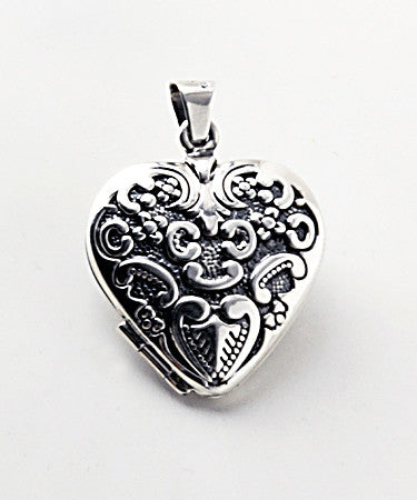 Luxury two sided heart shaped .925 silver locket closed