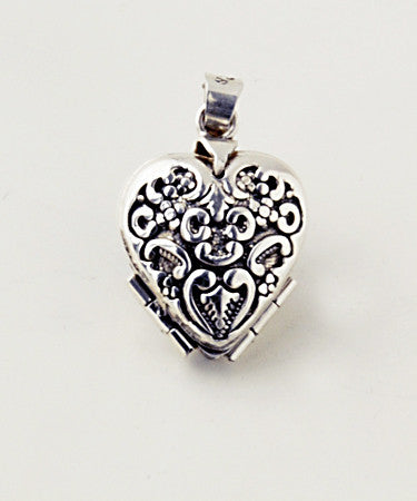 Luxury clover shaped.925 silver locket closed