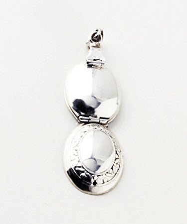 Luxury oval vertical .925 silver locket open back