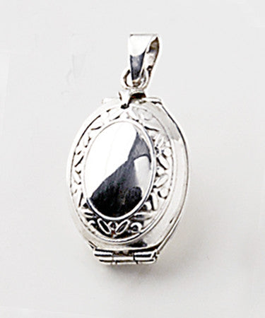 Luxury oval vertical .925 silver locket closed