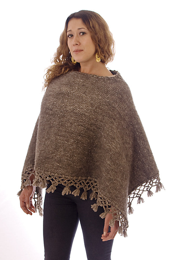 Kesquemitl V Shaped Mexican Wool Poncho, Grey