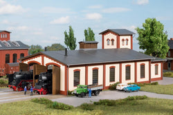 Auhagen 13342 TT Locomotive shed with water tower