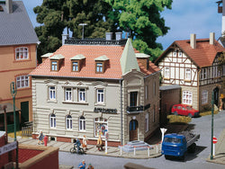 Auhagen 12269 1:100 Corner house with pharmacy