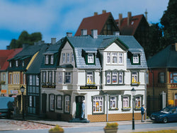 Auhagen 12255 1:100 Corner house with Irish pub