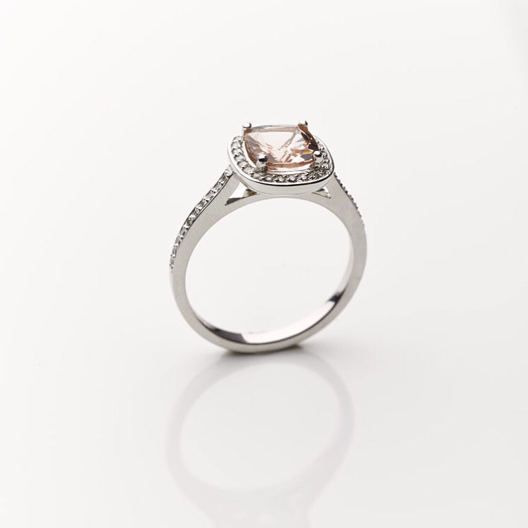 Beautiful Morganite Engagement Rings