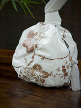 Load image into Gallery viewer, Silk Velvet Bag w/ Round Size