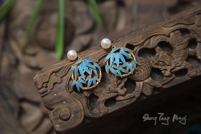 18K Kingfisher Bamboo Earrings w/ Pearls