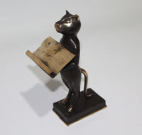 Cat as Name Card Holder