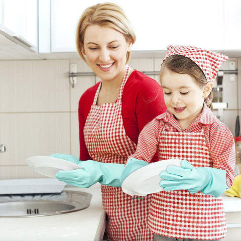 Enjoy washing dishes with Family with Wash Gloves