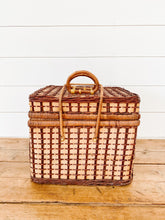 Load image into Gallery viewer, vintage picnic basket