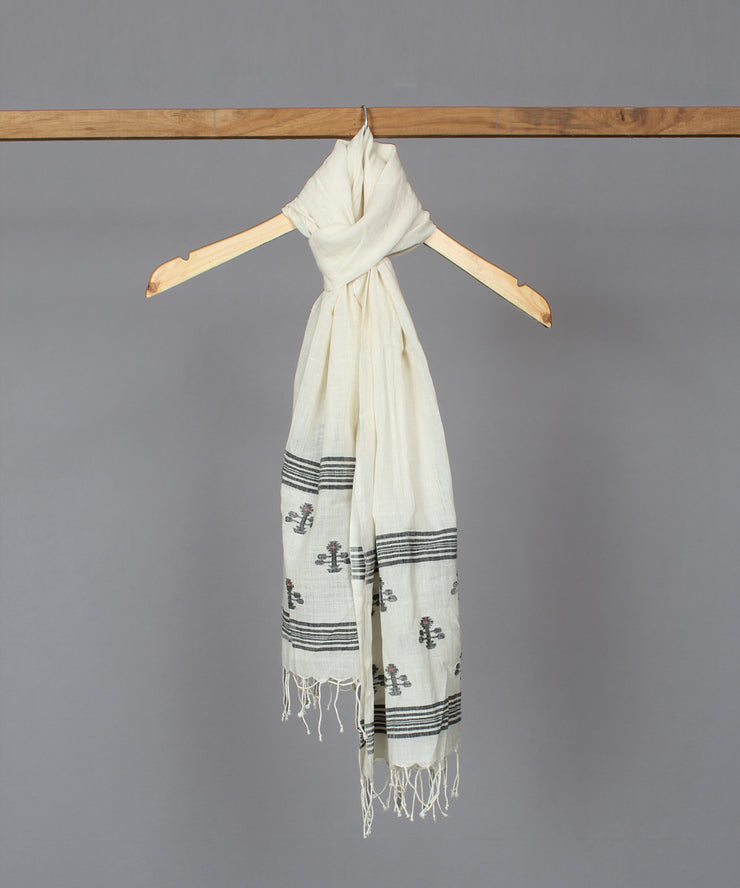 Natural white muslin stole in floral jamdani motif