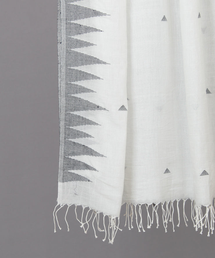 Triangular motif in white jamdani stole