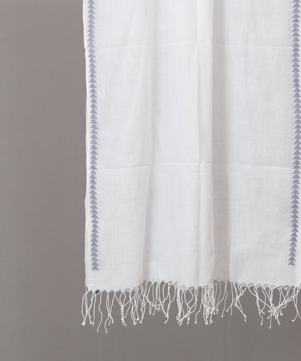 Solid white stole with blue jamdani border