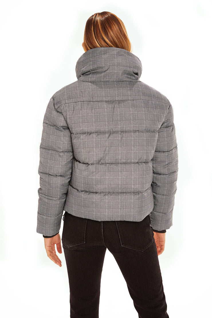 Juniors' Puffer jacket cropped plaid back