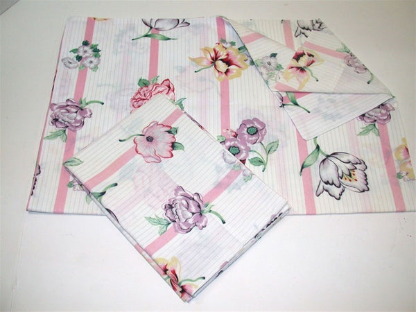"(1) Standard Pillow Case ~ Floral on White Background ~ Multi ~ 21"" x 28.5"""