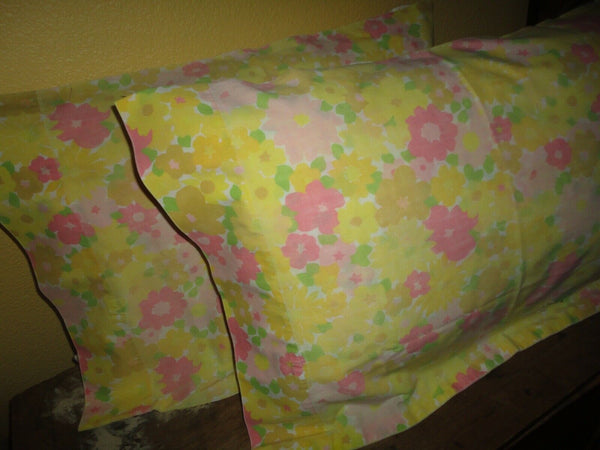 DAN RIVER GROOVY PINK ORANGE RETRO 70'S FLORAL (PAIR) STANDARD PILLOWCASES 19X29