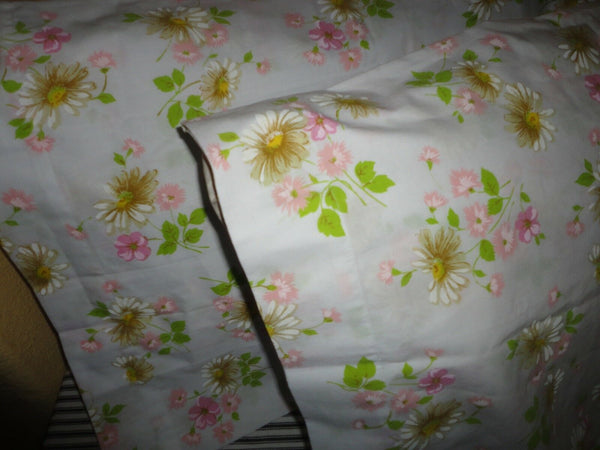 VINTAGE MORGAN JONES MOUNTAIN MIST PINK GREEN FLORAL (2) STANDARD PILLOWCASES