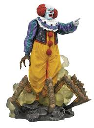 Gallery - IT: 1990 Pennywise PVC Statue