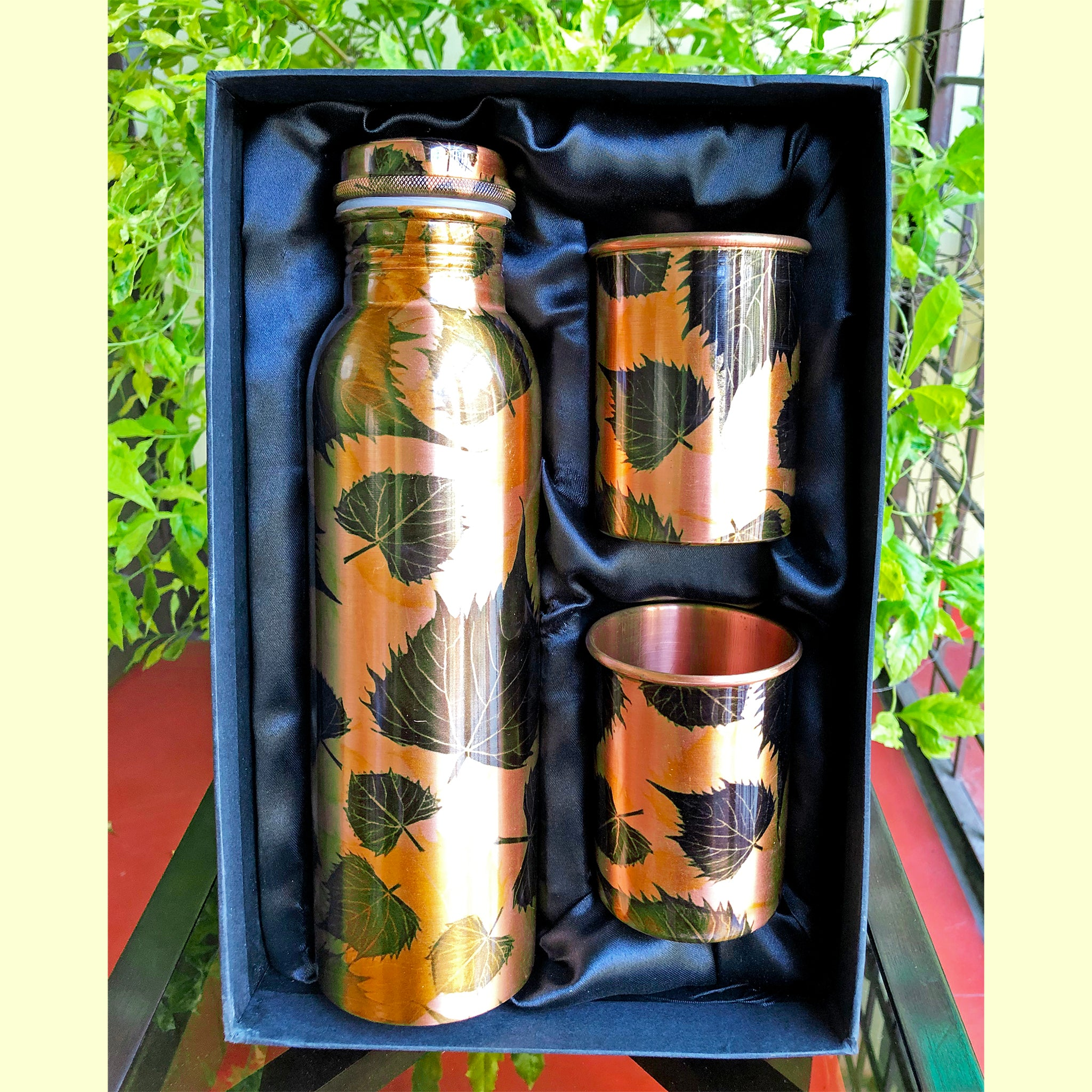 premium-copper-bottle-with-two-glasses