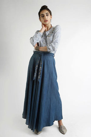 Gonna maxi in denim lavato con fusciacca ricamata