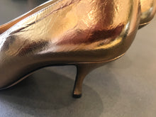 Load image into Gallery viewer, Dries Van Noten  Metalic Gold  Pointy heel