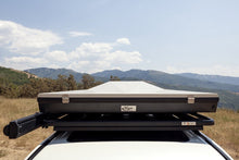 Load image into Gallery viewer, Eezi-Awn Blade Hard Shell Roof Top Tent
