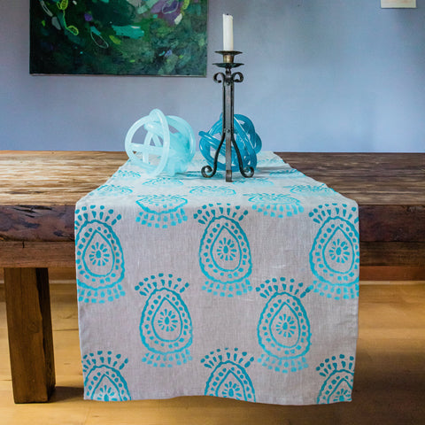Pineapple Flower Ombré Linen Table Runner