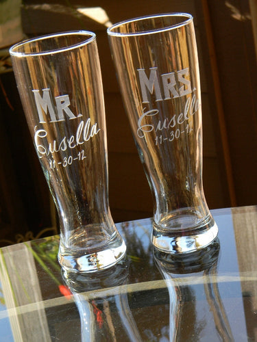 Personalized Hand Cut Mr. & Mrs. Pilsner Beer Glass, 23 oz | Set of 2