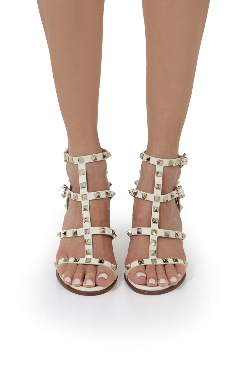 ROCKSTUD FOUR STRAP BLOCK HEEL 90MM SANDAL LIGHT IVORY