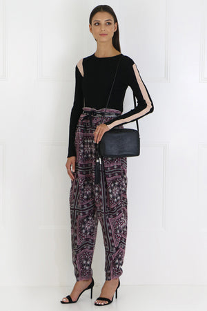 EVERSON RELAXED PANT WITH PAISLEY PRINT RASPBERRY