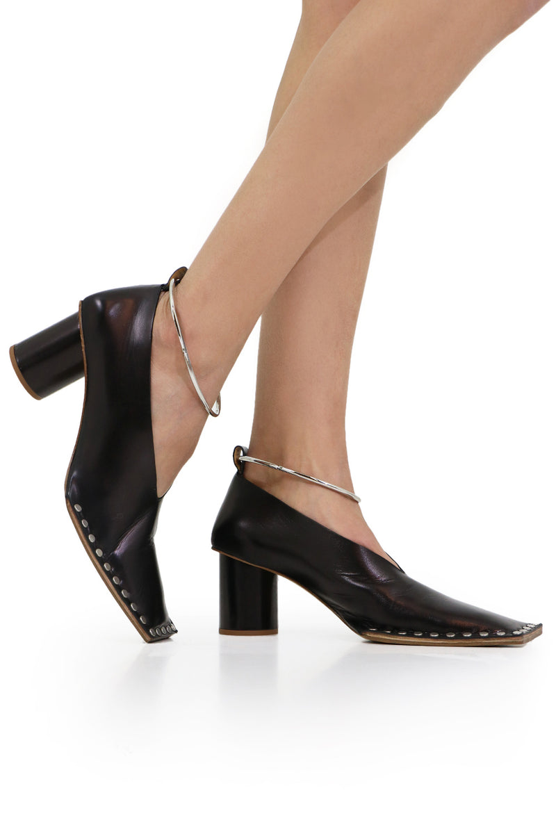 SQUARE TOE PUMP WITH ANKLET BLACK