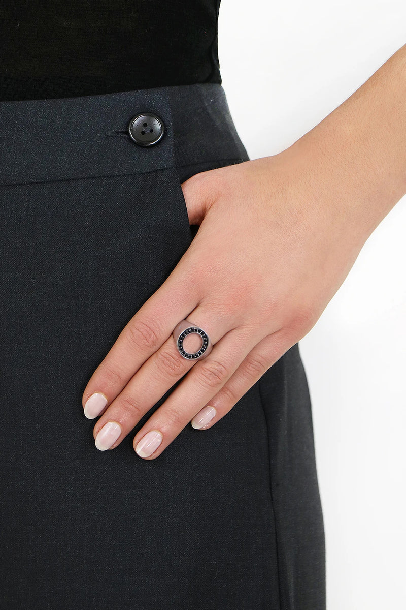 OPEN OVAL RING BLACK SPINEL SILVER