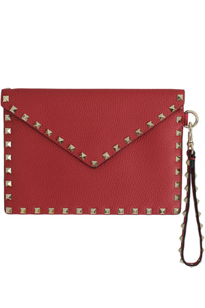 SMALL ROCKSTUD ENVELOPE POUCH GRAINED LEATHER ROSSO