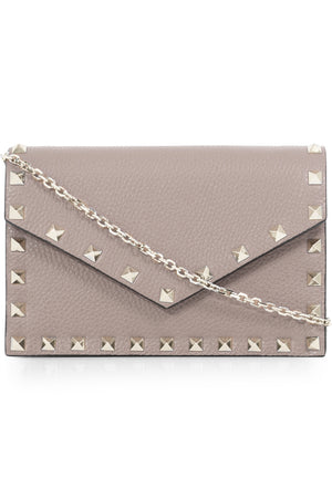 ROCKSTUD ENVELOPE CLUTCH ON CHAIN POUDRE