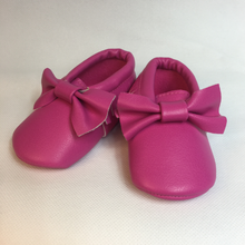 Baby Fringe Moccasins - Magenta Pink Leather with Bow