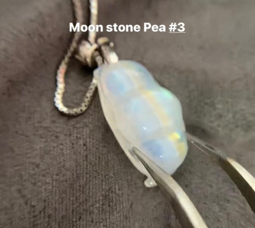 Moon Stone Pea Necklace