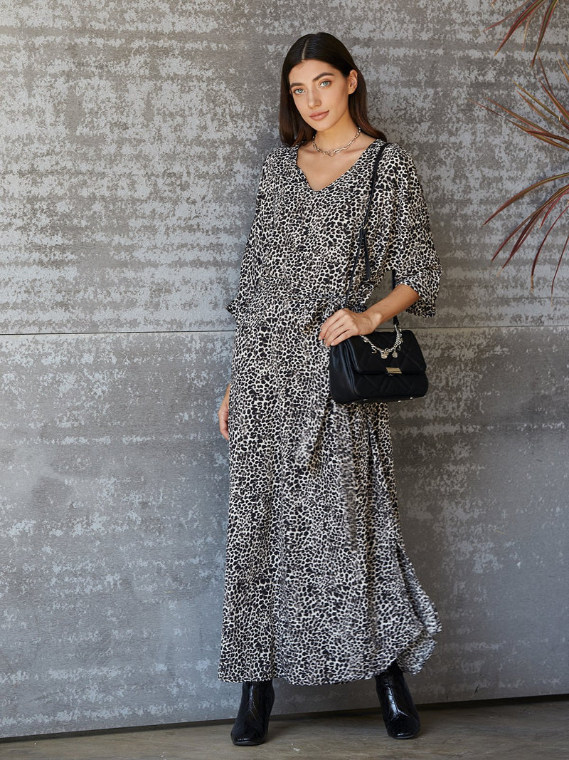 White-Black V Neck 3/4 Sleeve Dresses
