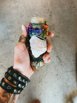 <p>Rose Quartz &amp; Sage Smudge Stick</p>