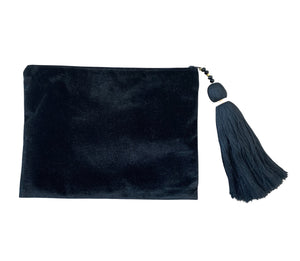 <p>Hera Velvet Embroidered Eye Clutch</p>