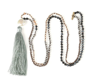 <p>Silk Tassel Pearl Necklace (+Colors)</p>