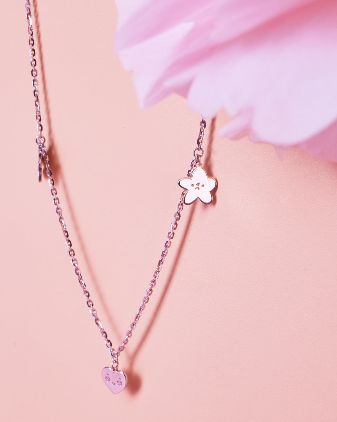 LOVES ME NOT NECKLACE 9kt gold