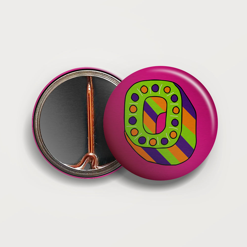 Letter O button badge