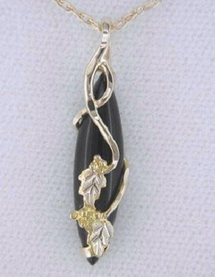 products/black-hills-gold-pendant-g2109-mtr-bhg-onyx-pend-527804.jpg