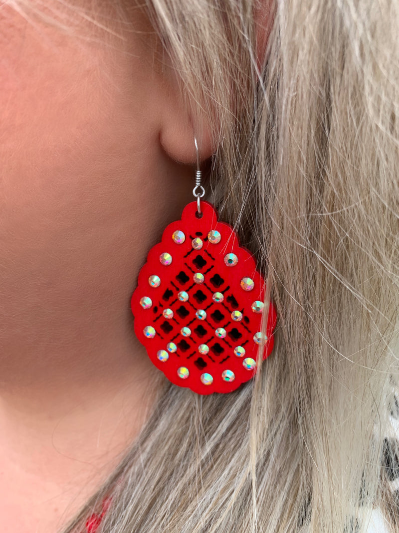 The Audrey Wooden Rhinestone Quatrefoil Earrings - RED