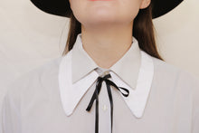 White Peter Pan shirt collar necklace