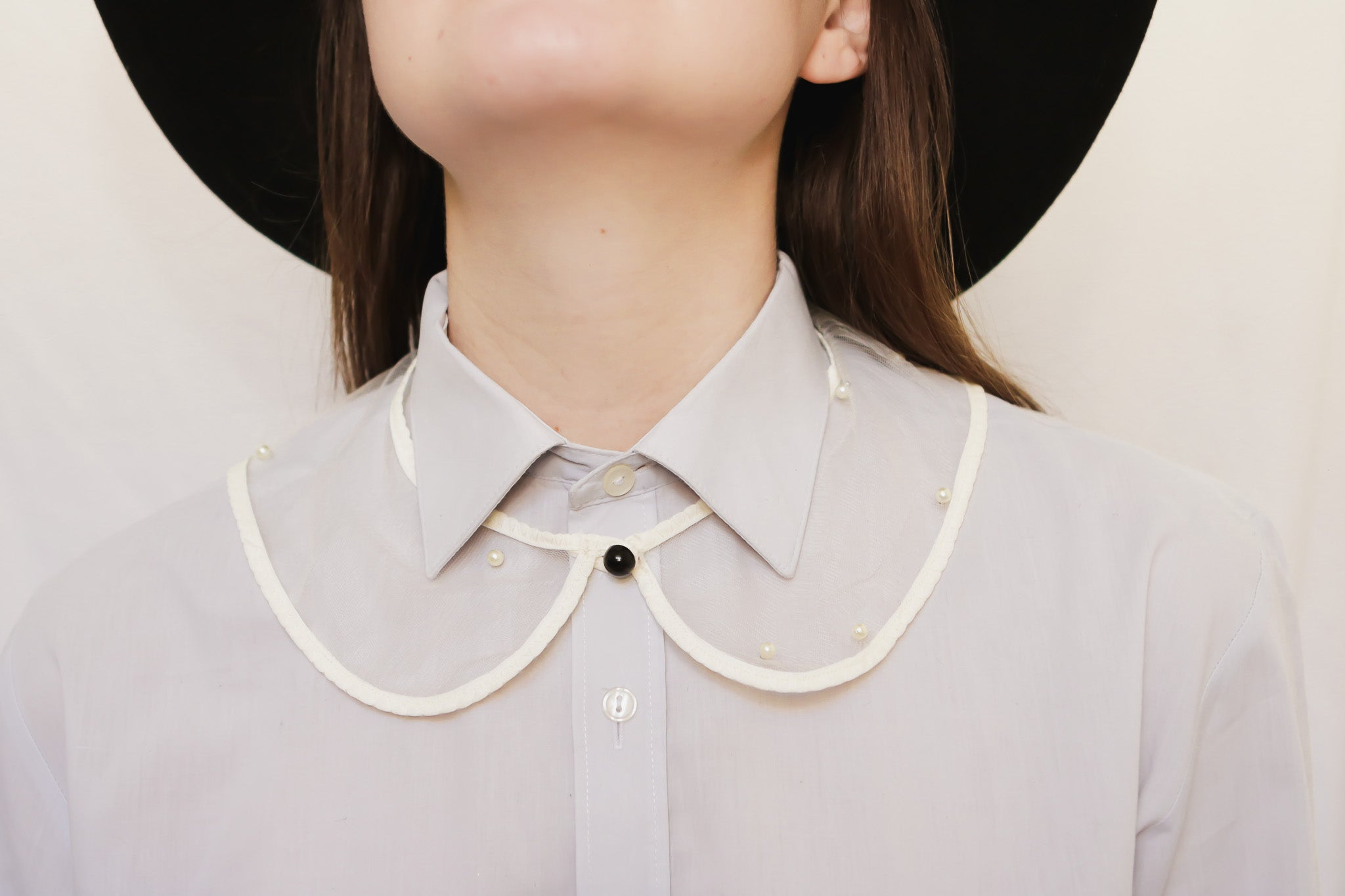 Detachable collar necklace with pearl detail