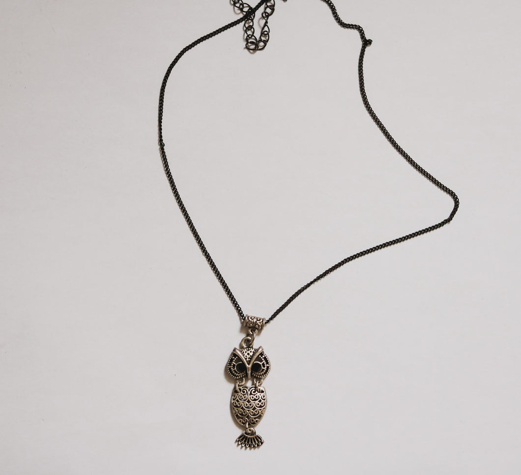 Metal owl necklace