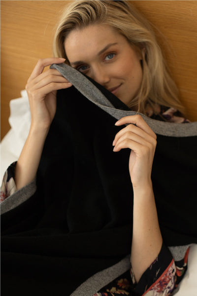 100% Cashmere Baylee Luxury Travel Blanket in Black - Subtle Luxury